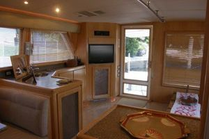 60' Bertram Enclosed Flybridge 1997 Salon