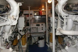 60' Bertram Enclosed Flybridge 1997 Engine Room