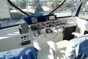 40' Bertram 40 1995 1995 Sportfish Flybridge Helm 2