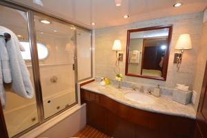 114' Hatteras Raised Pilothouse My 1996 Guest Bath