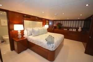 114' Hatteras Raised Pilothouse My 1996 Master Stateroom