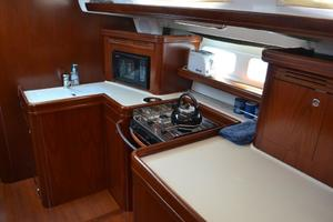 52' Beneteau 523 (owners Version) 2005 Lots of Counter Space