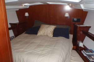 52' Beneteau 523 (owners Version) 2005 Forward Owner's Cabin