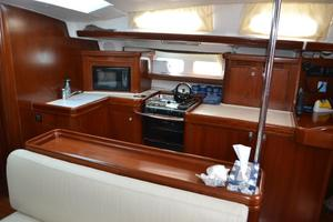 52' Beneteau 523 (owners Version) 2005 Spacious Galley