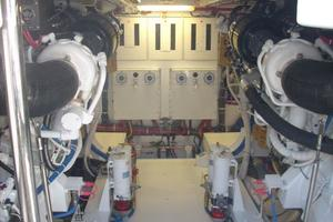 68' Hatteras 68gt 2009 Engine Room Forward View