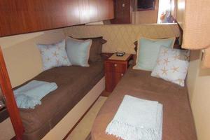 68' Hatteras 68GT 2009 Starboard Guest Stateroom