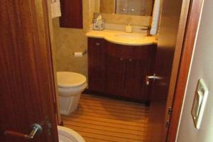 68' Hatteras 68gt 2009 Port Guest Stateroom Day Head