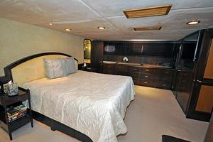 118' Broward Raised Pilothouse My 1995 Master Stateroom