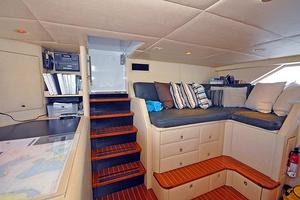 118' Broward Raised Pilothouse My 1995 Pilothouse Settee