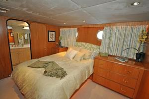 118' Broward Raised Pilothouse My 1995 Queen Guest Stateroom, Port
