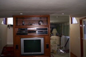 80' Broward Raised Pilothouse 1980 Salon Entertainment