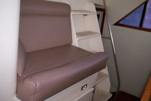 80' Broward Raised Pilothouse 1980 Helm Seating