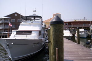 80' Broward Raised Pilothouse 1980 At Dock