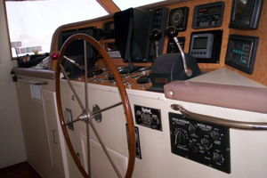 80' Broward Raised Pilothouse 1980 Helm
