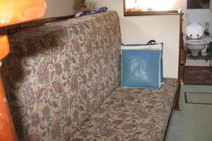 38' Matthews Single cabin 1930 Port side salon