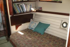 38' Matthews Single cabin 1930 Salon with library