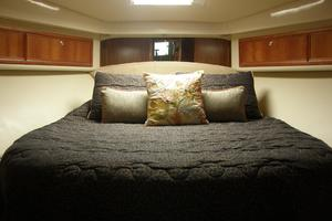 47' Riviera Flybridge 2006 Forward stateroom