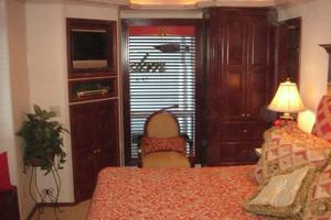 100' Fantasy 100 Wide Body 2006 Fantasy100MasterStateroomFacingtoPort