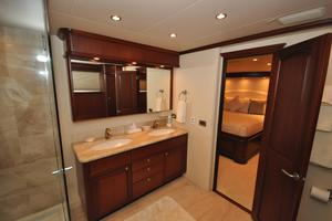 85' Pacific Mariner Flushdeck My 2007 Master Bath
