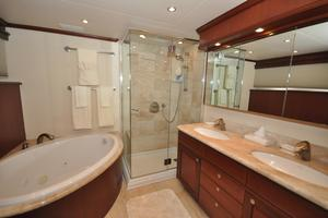 85' Pacific Mariner Flushdeck My 2007 MasterBath