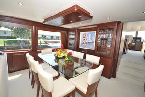 85' Pacific Mariner Flushdeck My 2007 Dining Area