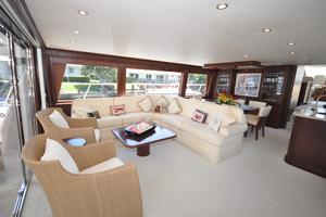 85' Pacific Mariner Flushdeck My 2007 Main Salon