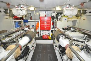 85' Pacific Mariner Flushdeck My 2007 Engine Room