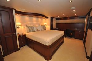 85' Pacific Mariner Flushdeck My 2007 Master Stateroom