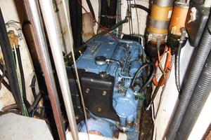 60' Gulfstar Mark 1 1982 Engine room looking aft