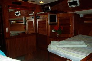 60' 1982 Gulfstar 60' MK1 Mark 1 1982 Aft cabin looking forward