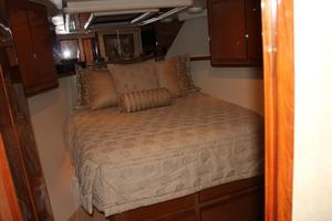 60' Viking Cockpit Sport Naples Edition 2001 VIP Stateroom