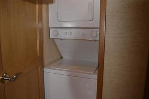 58' West Bay SonShip 58 1998 Master Stateroom Washer & Dryer