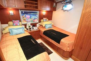 95' Explorer Expedition Yacht 2005 Port Twin Stateroom