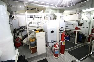 95' Explorer Expedition Yacht 2005 Engine Room