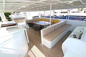 95' Explorer Expedition Yacht 2005 Flybridge looking aft port