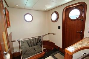 95' Explorer Expedition Yacht 2005 Main deck lobby