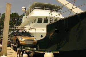 95' Explorer Expedition Yacht 2005 Off loading Mini