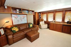 95' Explorer Expedition Yacht 2005 Skylounge