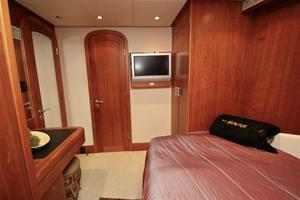 95' Explorer Expedition Yacht 2005 Queen quest stateroom