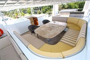 95' Explorer Expedition Yacht 2005 Flybridge dining table for 10