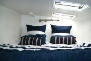 50' Voyage 500 2010 King size master berth