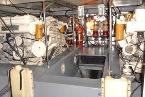 42' Carver 4207 1988 1988 Carver 4207 Aft Cabin Motor Yacht engines