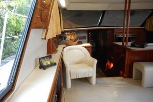 42' Carver 4207 1988 1988 Carver 4207 Aft Cabin Motor Yacht saloon port forward