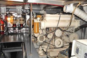 42' Carver 4207 1988 1988 Carver 4207 Aft Cabin Motor Yacht port engine