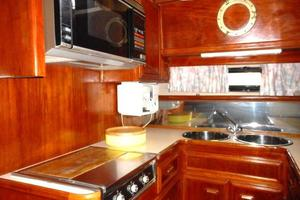 42' Carver 4207 1988 1988 Carver 4207 Aft Cabin Motor Yacht galley stove and oven