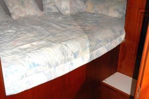 42' Carver 4207 1988 1988 Carver 4207 Aft Cabin Motor Yacht VIP stateroom