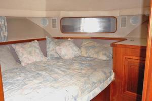 42' Carver 4207 1988 1988 Carver 4207 Aft Cabin Motor Yacht VIP berth