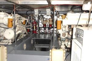 42' Carver 4207 1988 1988 Carver 4207 Aft Cabin Motor Yacht engine room