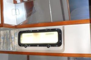 42' Carver 4207 1988 1988 Carver 4207 Aft Cabin Motor Yacht vanity