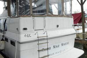 42' Carver 4207 1988 1988 Carver 4207 Aft Cabin Motor Yacht stern